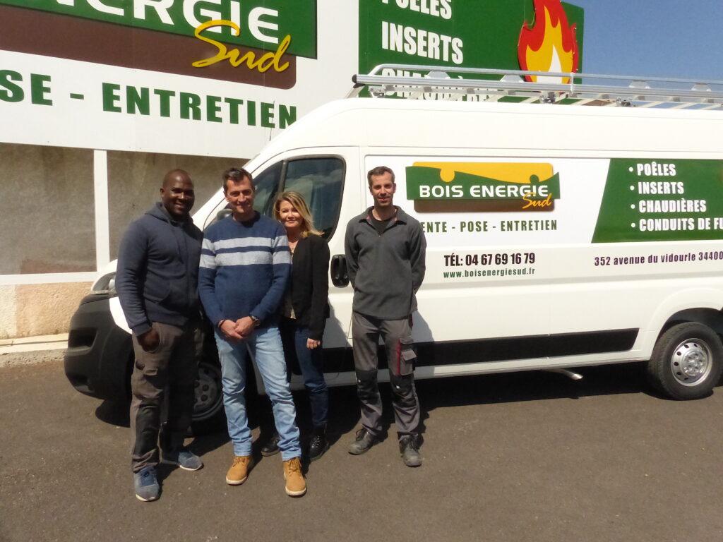L'équipe de Bois Énergie Sud devant le camion